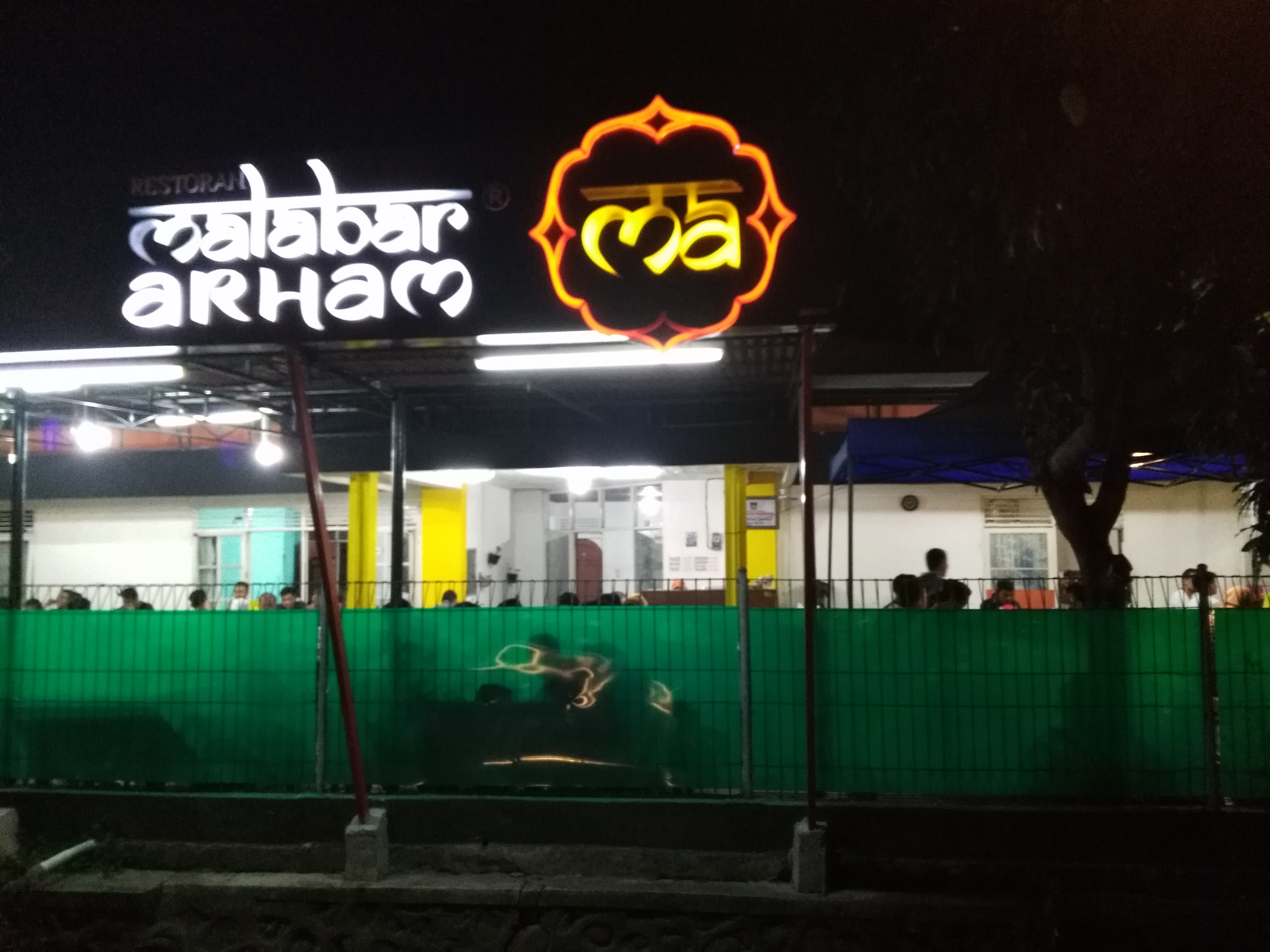 Malabar Cafe: A regular place to eat especially for college/univeristy students.