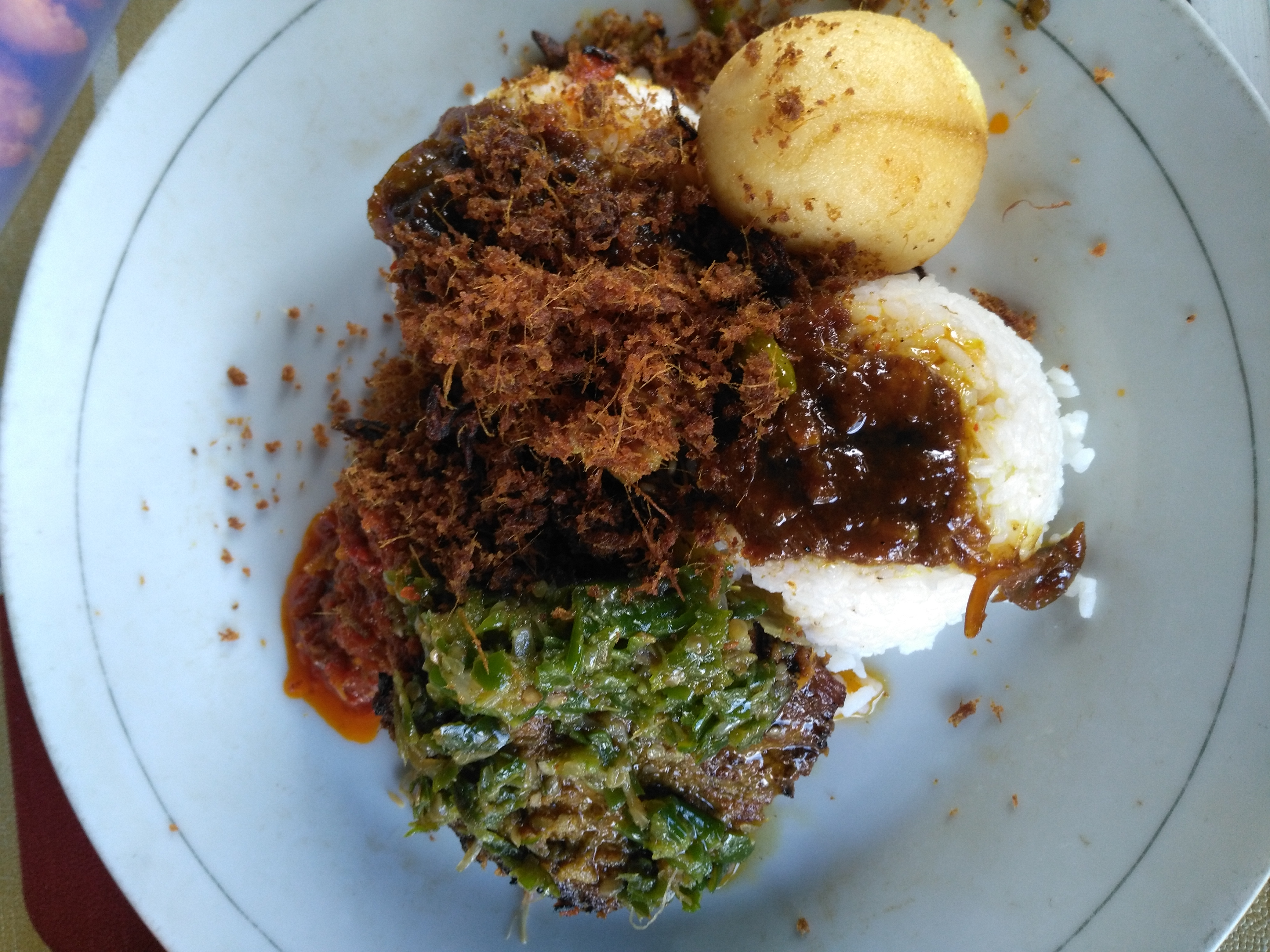 Dendeng (barbecue beef), Telur Bulat (hardboiled, curried egg), and Nasi Putih (rice) for a happy lunch.